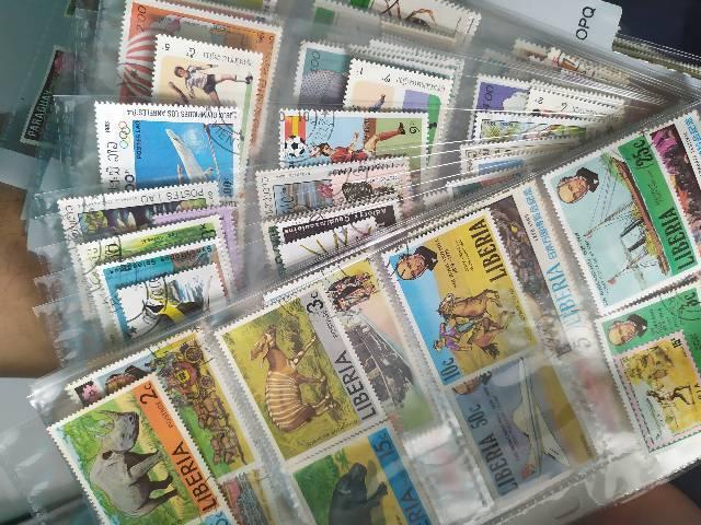 Coleção de selos postais antigos