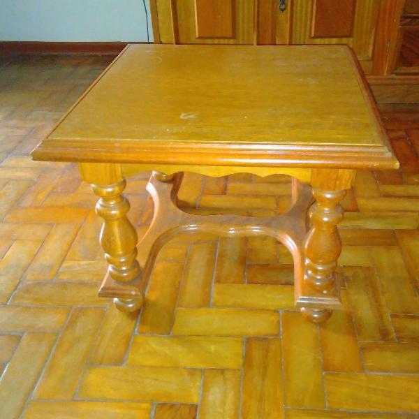 mesa de canto em madeira maciça