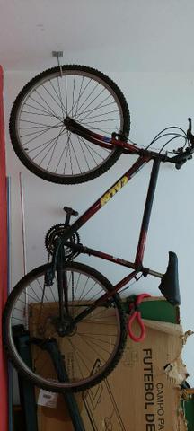 Bicicleta Caloi vermelho aro 26, 18 marchas