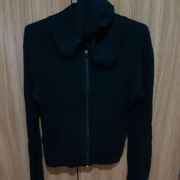 Blusa Preta de Malha com Ziper e bolsos laterais e capuz