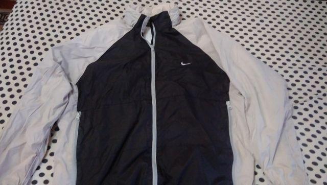 Jaqueta Nike original com capuz retatril, ótimo estado