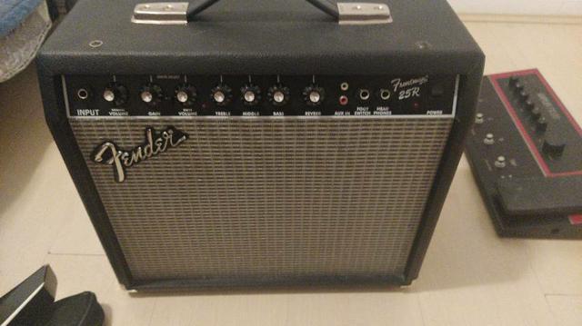 Amplificador fender 25r