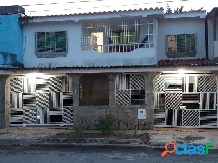 Ampla Casa en Urb. Las Quintas de Naguanagua