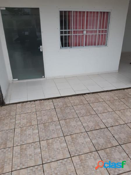CASA COM 05 DORMITÓRIO, SENDO 03 SUITE.
