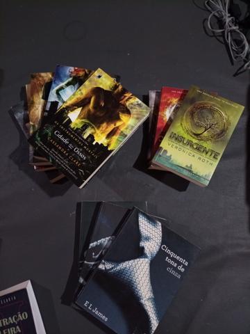 Coleção de Livros - Vários Títulos - ACEITO CARTÃO