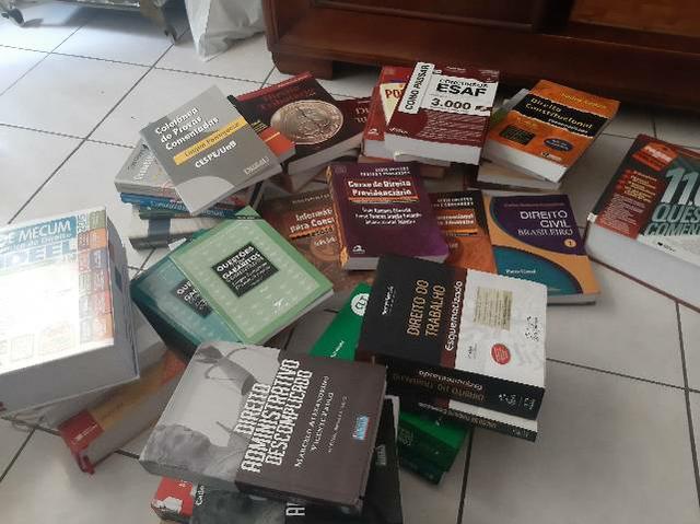 Mais de 40 livros e apostilas para concurso