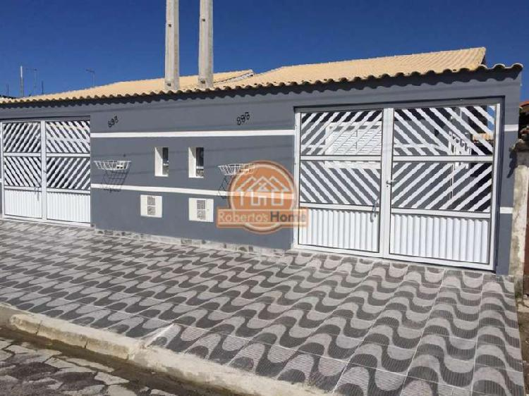 Casa nova, com excelente padrão de acabamento, em bairro