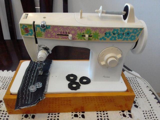 Maquina de Costura Singer Facilita 248, em ótimo estado,
