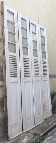 Vendo porta antiga de madeira - 4 folhas