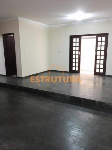 Casa com 3 dormitórios para alugar, 200 m² por R$