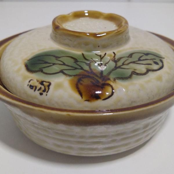 caçarola pequena em cerâmica