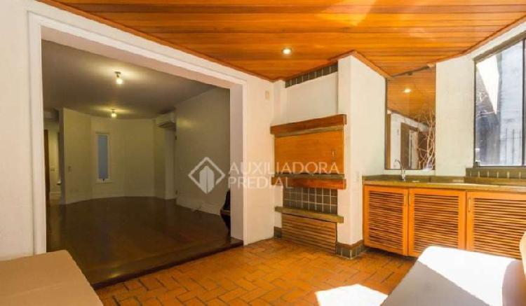 Vende apto 3 dormitórios (01) suíte e 01 vaga no bairro
