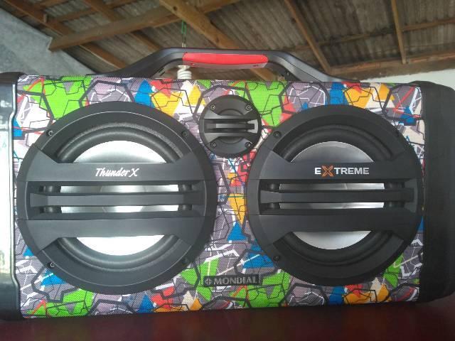 Vendo Caixa de som amplificada mundial com bateria
