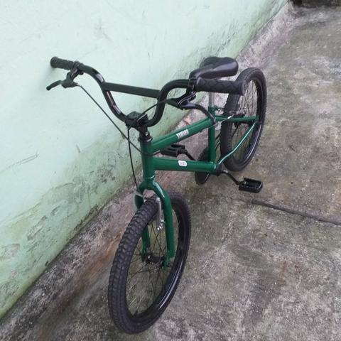 Vendo ou troco bike bmx aro 20, aceito cartão de crédito