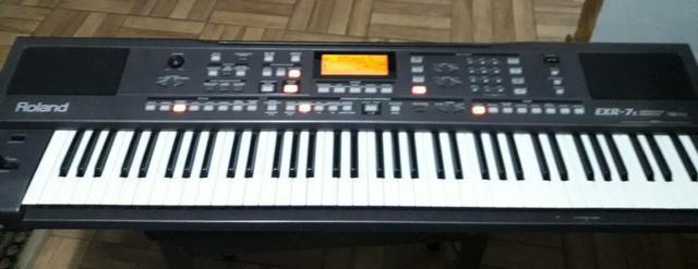 Vendo teclado Roland EXR-7s