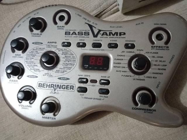 vendo ou troco Pedaleira pra baixo Behringer bass v-amp
