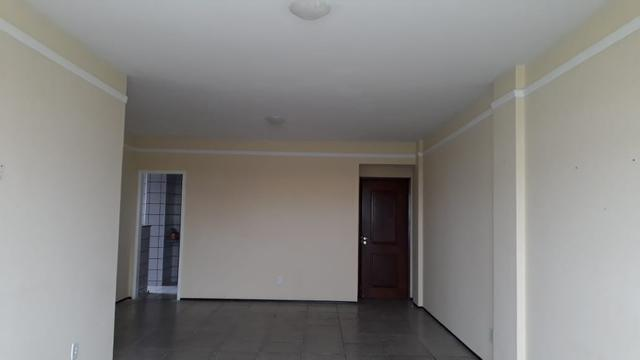 Alugo Ótimo apartamento com 03 quartos 01 suíte