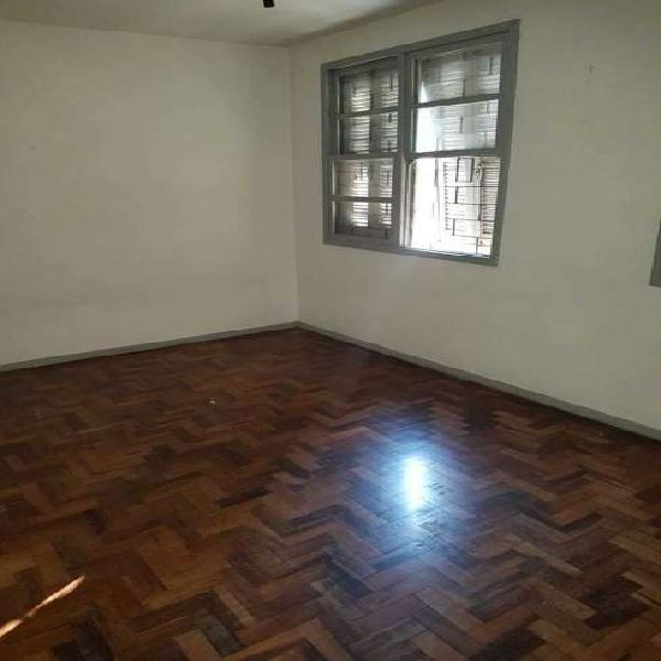 Apartamento de 2 dormitorios no bairro Menino Deus em Porto