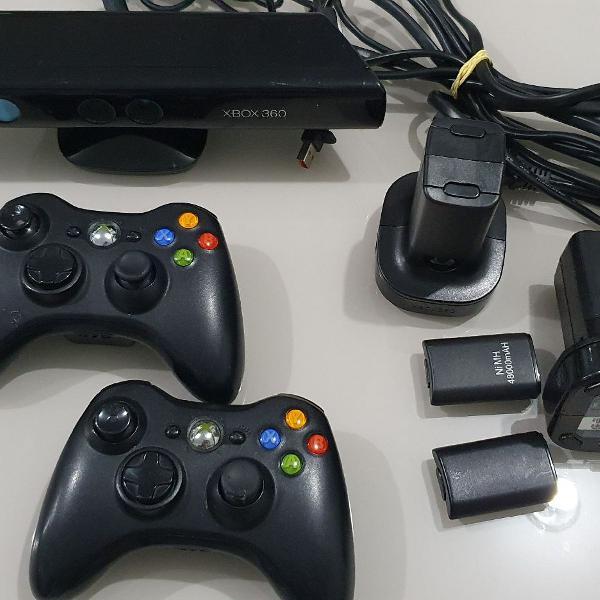 Controles, Kinect, carregadores de bateria e bateria XBOX