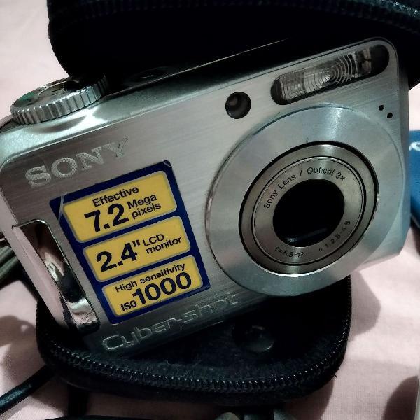 olha a pose! Câmera Cyber-Shot Sony - 7.2 MP Brinde