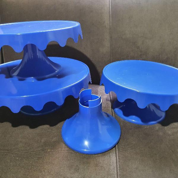 kit prato plástico com 4 pés e 3 pratos
