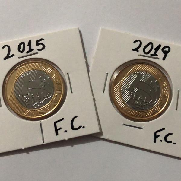 par de moedas comemorativas flor de cunho