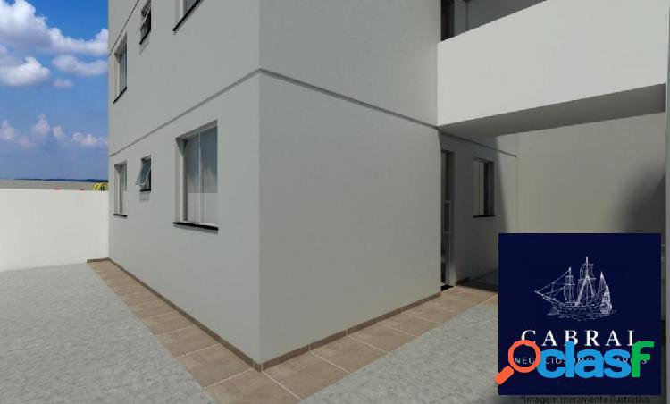 Excelente Apartamento com área à venda no bairro