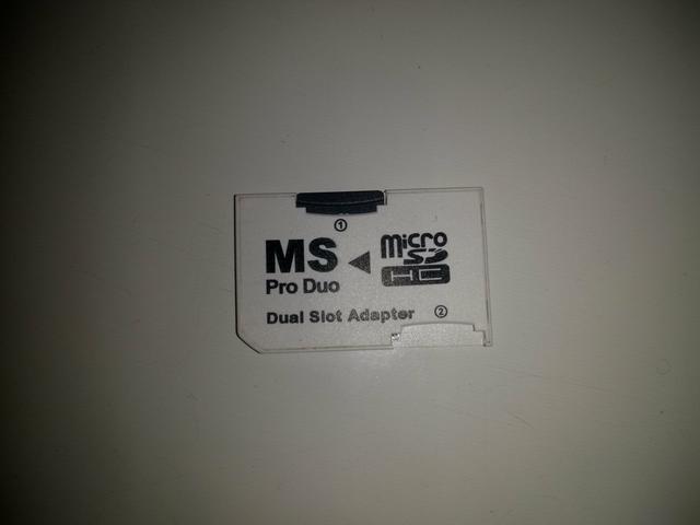 Cartão de memória com jogo de PSP