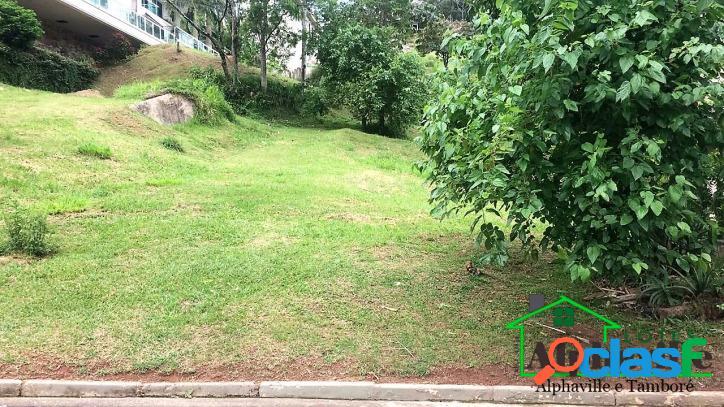 Terreno em excelente localização no Tamboré 1com 1.690m²