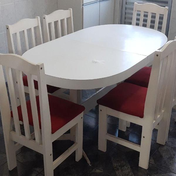 Mesa extensível com 6 cadeiras de madeira estofadas