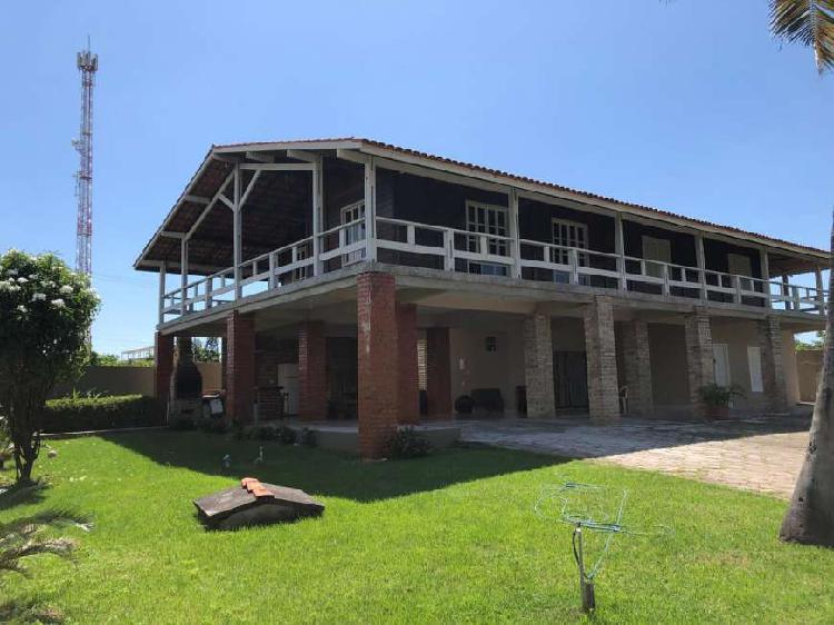 Casa para venda tem 900 metros quadrados com 7 quartos em