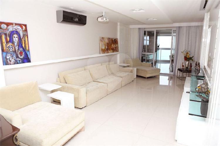 Magnífico apartamento 4 suítes frente ao mar da Praia da