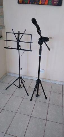 Vendo dois microfone mas um pedestal de microfone e o