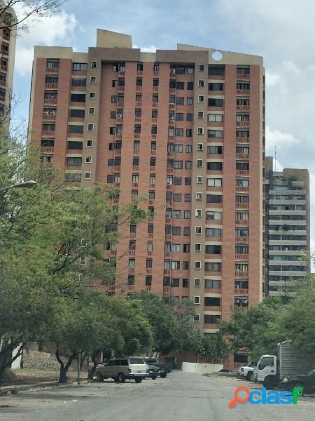 78 M2 Venta Apartamento Conj Resd Los Mangos, Valencia.