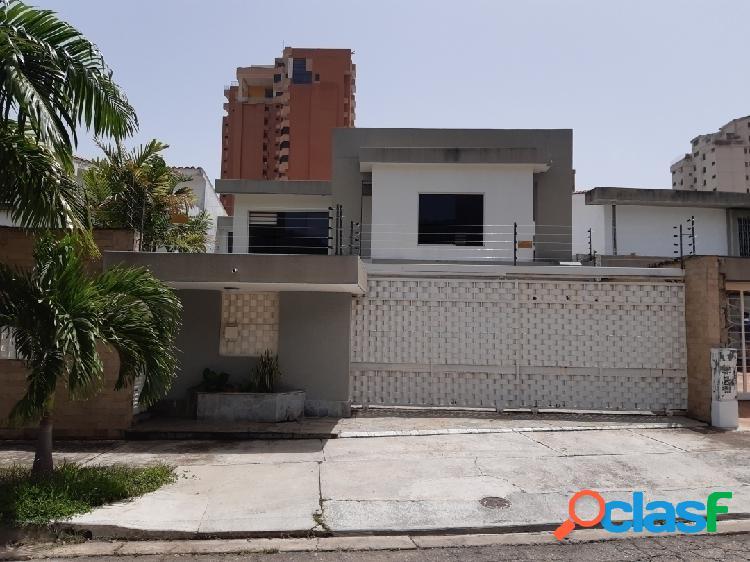 427 m2. Bella y Moderna Casa-Quinta en la Trigaleña.