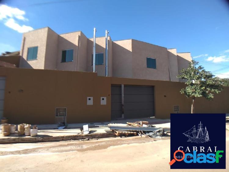 Casa com 2 Quartos à Venda, 75 m² por R$ 230.000