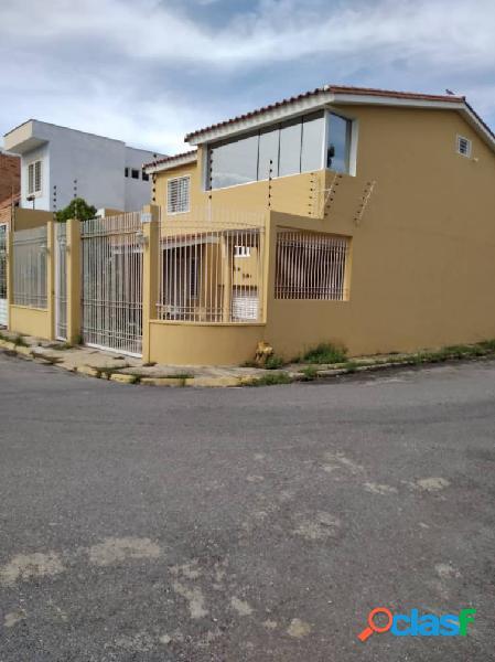 Venta Hermosa Casa en Conjunto Cerrado en Maracay Edo