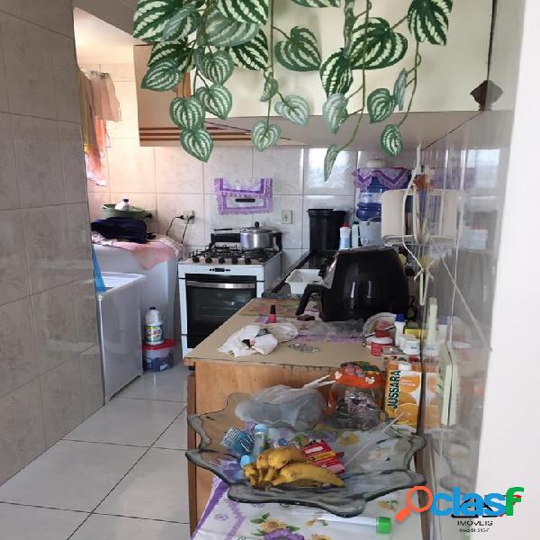 Apartamento de 2 dormitórios à venda no Piraporinha