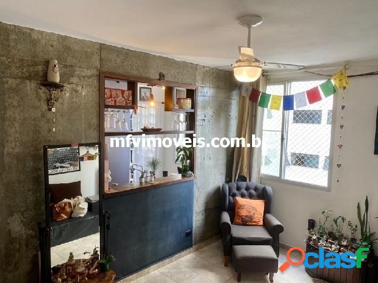 Apartamento reformado 2 quartos à venda na Rua Costa