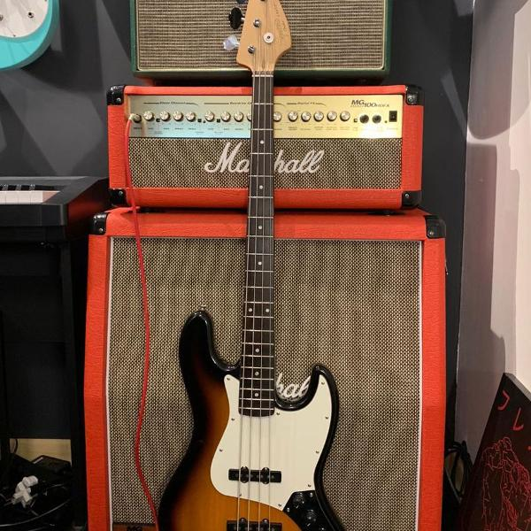 squier jazz bass sunburst