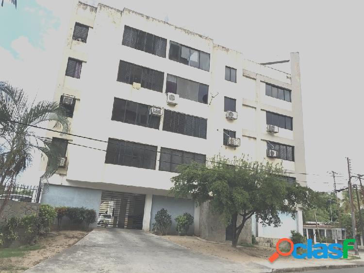 72m2, Venta de Apartamento en Agua Blanca, Valencia, Estado