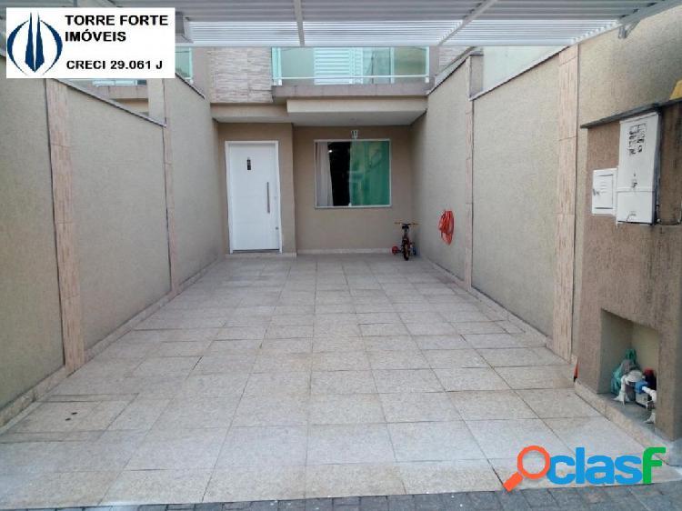 Lindo Sobrado com 3 dormitórios, 1 suíte na Vila