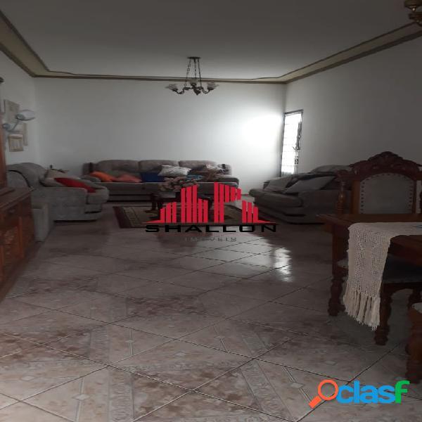 Casa térrea 04 dormitórios em Botucatu