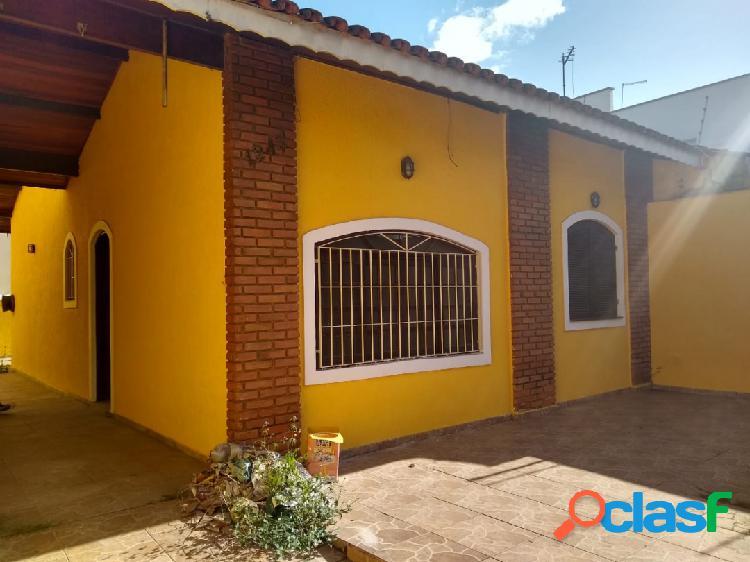 Casa em ótima localização - Peruíbe-SP (Centro) - Venda