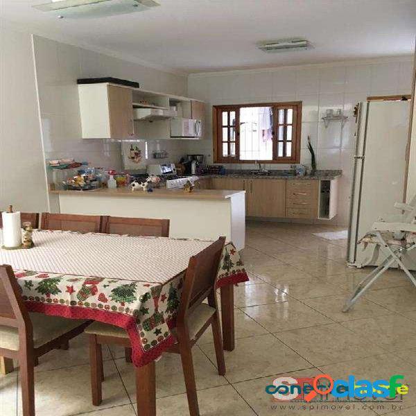 Sobrado de 100 m², 3 dormitórios c/ 1 suíte e 4 vagas na