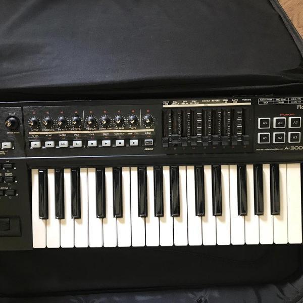 Controlador Teclado MIDI Roland A-300PRO - 32 teclas -