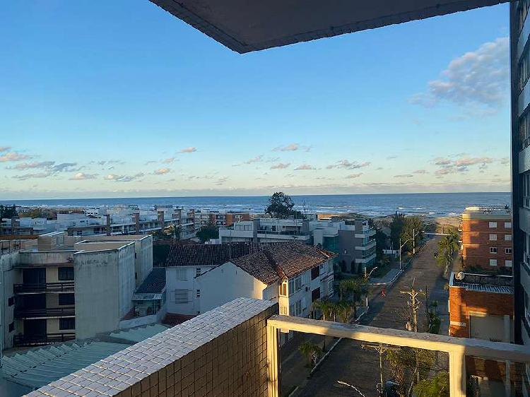 Apartamento com vista para o mar e sacadão, na praia grande