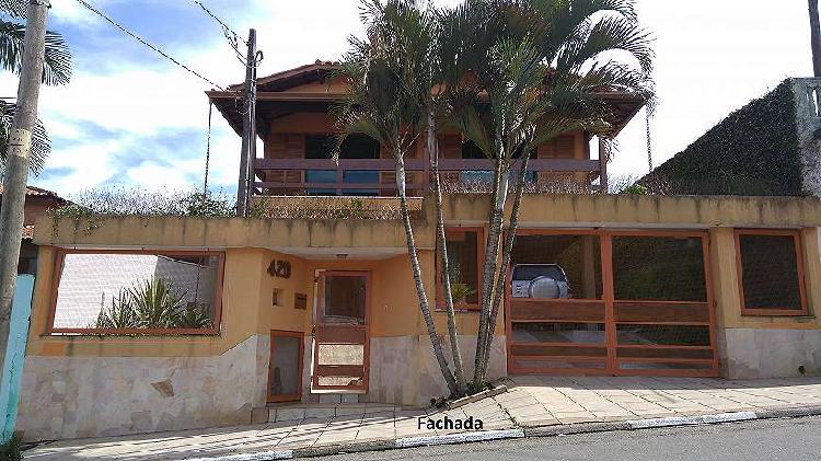 Linda Casa para venda de 240 m2 com 3 quartos (1suite) em