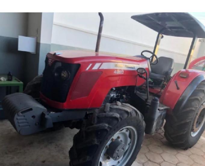 Trator Massey Ferguson. 4283 - 2011