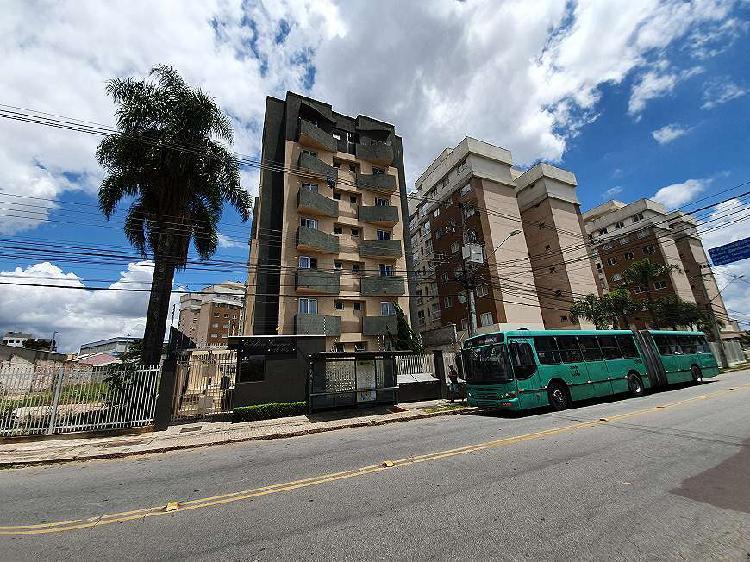 Apartamento semi mobiliado no bairro Portão, Excelente